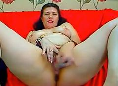 Mature brunette white  fucks herself on webcam