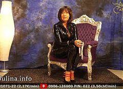 Mature Latex Herrin Carmen sucht Lecksklaven German Domina