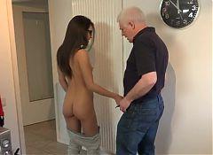 Razz- stupenda nipotina seduce il nonno