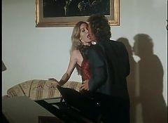 Moana Pozzi and Joey Silvera in Un Culo un mito (1990)