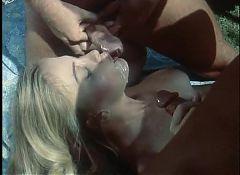 Moana Pozzi - Threesome in La Dea dell'amore (1987)