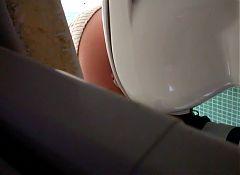 Amateur toilet voyeur #4
