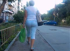 Mature ass milf in pants3