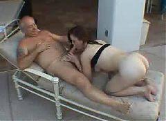 A women sucking old men's cock