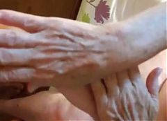 My 77 years old granny : her hands