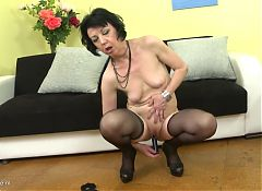 Naughty housewife Zelma feeding her old cunt