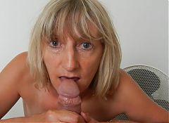 slut flat Karill sucking boyfriend 's cock