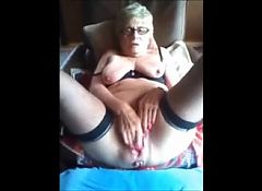 Mature wife gives a show