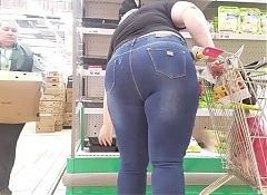 Fatty mom's ass in supermarket