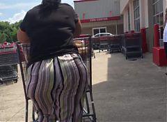 Big ole round booty milf