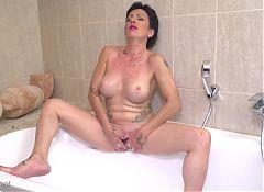 Mature kinky mother Stefania taking bath